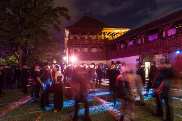 Buntschwarzes Treiben auf Schloss Lenzburg (Foto: Francesco Tancredi)